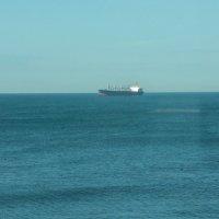 Баржа в открытом море :: Валерий