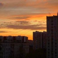 Рассвет в городе :: Мария Кружалина