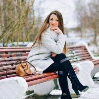 Девушка на лавочке :: Александра Александровна