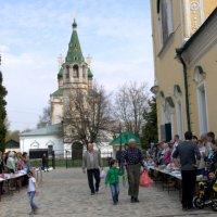 Прихожане пришли святить куличи :: Марина Кушнарева