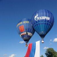 Великие Луки, июнь, день России, флаг России, аэростаты... :: Владимир Павлов