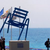 Символ Ниццы - голубые стулья :: Гала