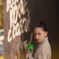 Девочка с кофе :: Любовь Гулина