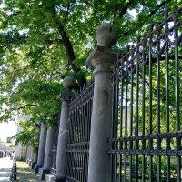 Решётка около здания Ассигнационного банка... :: Наталия Павлова