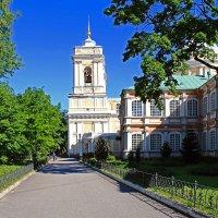 Гуляя по Александро-Невской Лавре :: Евгений