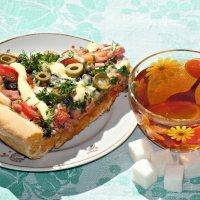 Слегка с утра мы пиццей подкрепимся и клады двинемся искать! :-) :: Андрей Заломленков
