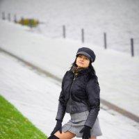 Девушка на набережной. :: Zefir58 Verx