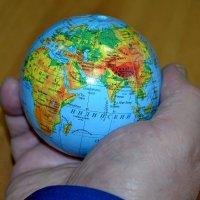 Весь мир в руке. :: Михаил Столяров
