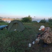 Завтрак на берегу реки Клязьма :: Денис Бочкарёв