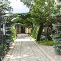 Вход в гостиницу :: Валентин Семчишин