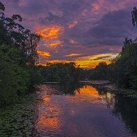 В багровом зареве закат... :: Сергей Фомичев