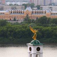 Ангел над городом. :: Наталья Сазонова