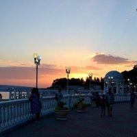 Набережная Дивноморска на закате... :: Aлександр **