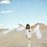 Танец с шарфиком :: Владимир Безгрешнов