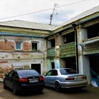 Двор старинного дома :: Василий