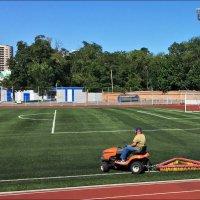 Подготовка футбольного поля к игре :: Надежда