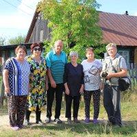 Местные жители... поселок Тупрунка... :: Александр Широнин