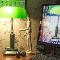 Садовод и лампа :: Виктор Орехов