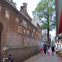 Проходной дворик с уличным кафе :: Нина Синица