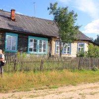 В половине дома слева Борис провел все свои детские годы... :: Александр Широнин