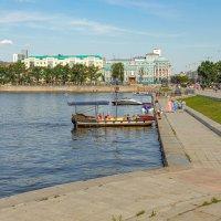 Екатеринбург.На пруду.Виды. :: Александр Леонов