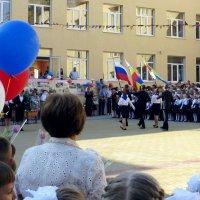 2014 год. 1 сентября волнительный и праздничный день не только для школьников, но и для родителей :: Татьяна Смоляниченко