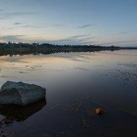 Осенним вечерком на озере ... :: Евгений Хвальчев