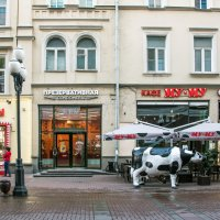 В этот магазин на Арбате очереди нет... :: Владимир Безбородов