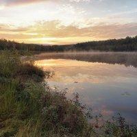 Рассвет на озере :: Денис Бочкарёв