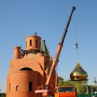 Увенчают храм купола. :: Надежда Парфенова