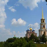 Рязанский Кремль.  Вид на Успенский собор и колокольню. :: Yulia Raspopova