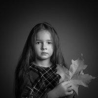 Девочка с листом :: Евгений Бубнов