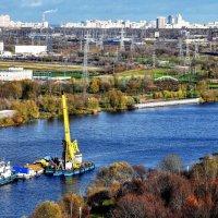 Плавучий кран прибыл на зимовку... :: Анатолий Колосов