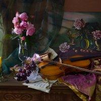 ...Звучала скрипка в тонком свете... :: Валентина Колова