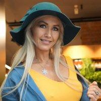 Эта милая шляпка для Вас, Ах как хороша, как Вы мила, Не отвести глаз, :: Александр Бабаев