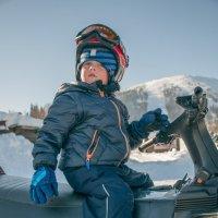 Юный горнолыжник. :: Юрий Борзов