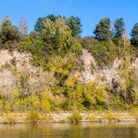 Осень на реке :: Юрий Борзов