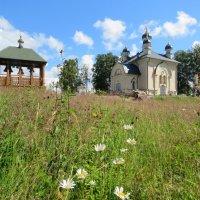Успенский  храм и деревянная звонница :: ИРЭН@ .