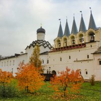 Осенний монастырь :: Сергей Кочнев
