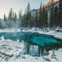 Гейзерное озеро Алтай зимой :: Юрий Лобачев