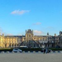 Общий вид здания Лувра (Louvre) :: Георгий А