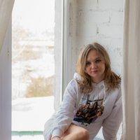 девушка у окна :: Катерина Урм