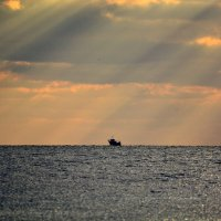 Кораблик в море :: Ольга (crim41evp)