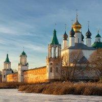 Зимний вечер на озере Неро :: Олег Пученков