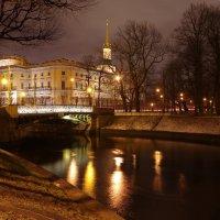 Вид на Инженерный замок с реки Мойка :: Сергей Моченов