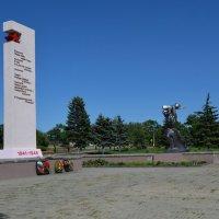 "Красный Сулин. Мемориал ""Победа"". :: Пётр Чернега"