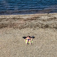 """""""Лежу на пляжу я и млею, И жизни своей не жалею."""" :: Сергей Козырев"""