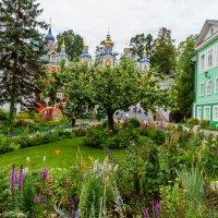 Псково-Печерский монастырь :: Валерий Петров