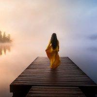 девушка у озера :: Nika Goncharova