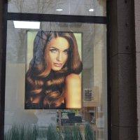 Мадам в окне... :: Георгиевич